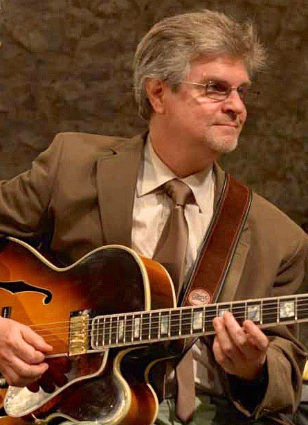 Rick Hannah plays jazz guitar in a club in Ettlingen